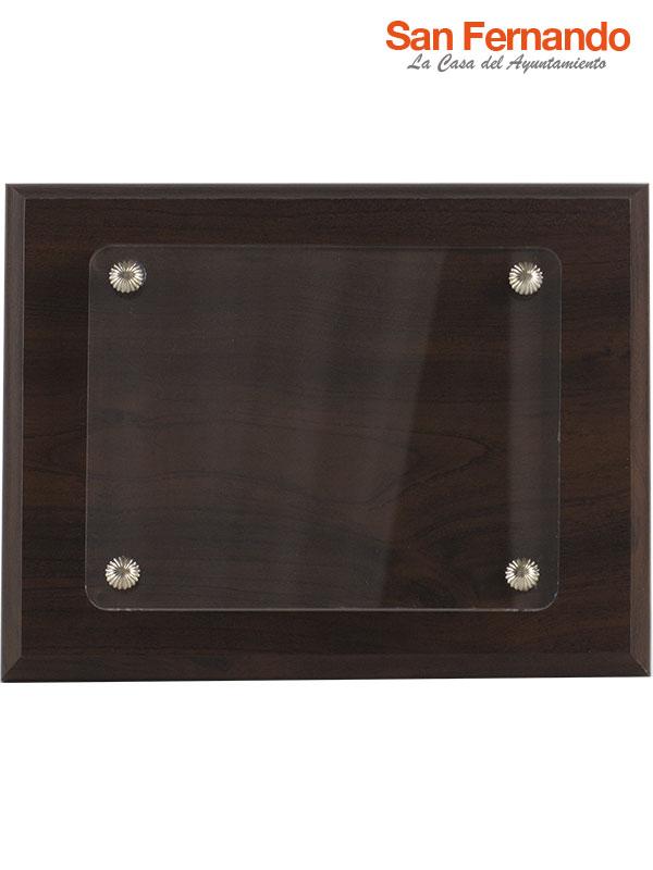 placa conmemorativa de madera y metacrilato