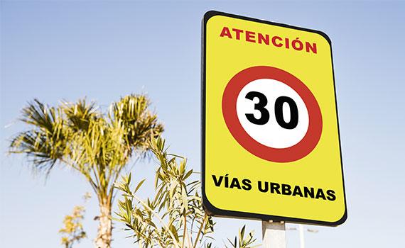 Señal tráfico 30 km/h vías urbanas un sentido ciudad