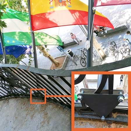 Accesorio para colocación / fijacción mástil bandera a reja balcón