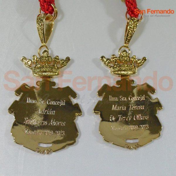 Grabación y personalización de medallas Alcalde Concejales