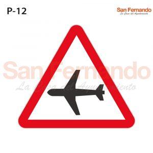 Senalizacion vertical. Peligro. Triangulo. Avion