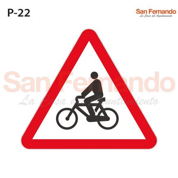 Senalizacion vertical. triangulo peligro ciclistas bicicletas