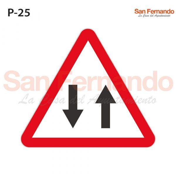 Senalizacion vertical. triangulo peligro