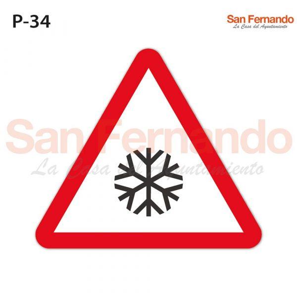 Senalizacion vertical. Triangulo peligro suelo carretera deslizante hielo nieve