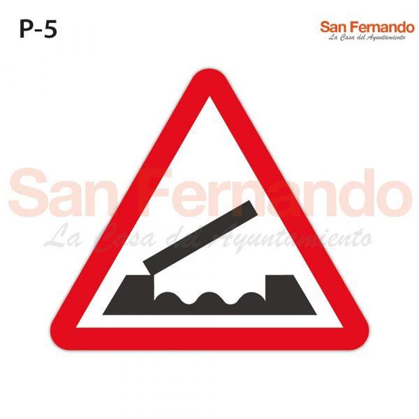 Senalizacion vertical. Peligro. Triangular. puente elevado