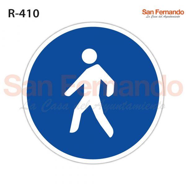 camino obligatorio para peatones. senal azul redonda